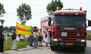 Prikactie van GroenLinks leden op 25 mei bij Omrin