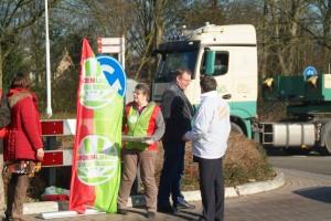 Statenfractie GrienLinks samen met GroenLinks fractie in Oosterwolde in actie voor veilige N919.(klein)